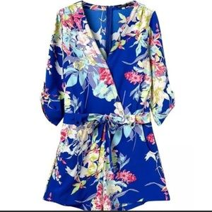 Other - Floral print long sleeves romper 🌺🌸